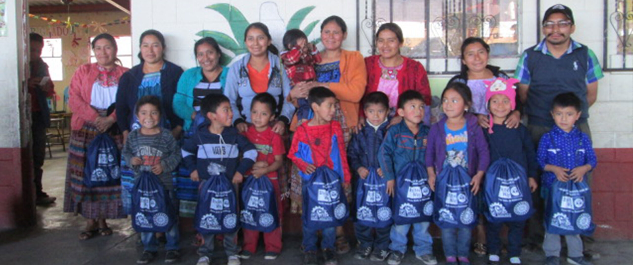 Becas para niñas y niños de las comunidades